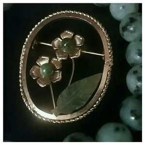 Jewelry - Vintage Gold Tone Brooch w/Jade Accents